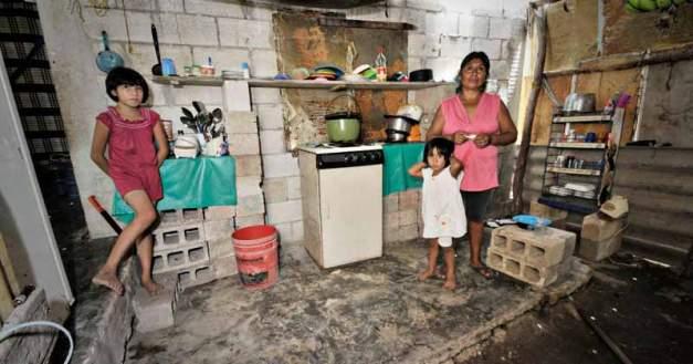 familia-en-pobreza.jpg